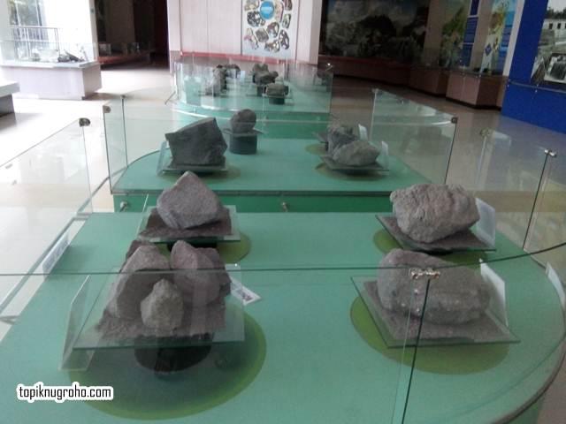batu-letusan-gunung-merapi